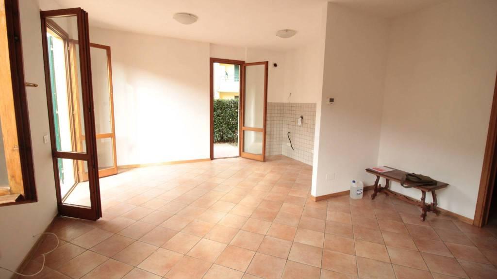 Appartamento in ottime condizioni in affitto Rif. 8338264