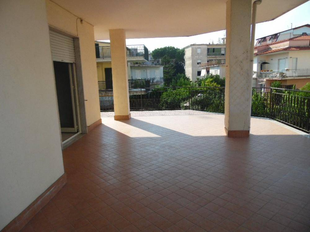 Appartamento in buone condizioni in affitto Rif. 7933686