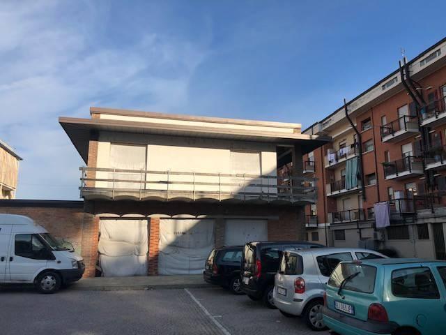 Magazzino in vendita a Canale, 2 locali, prezzo € 640.000 | CambioCasa.it