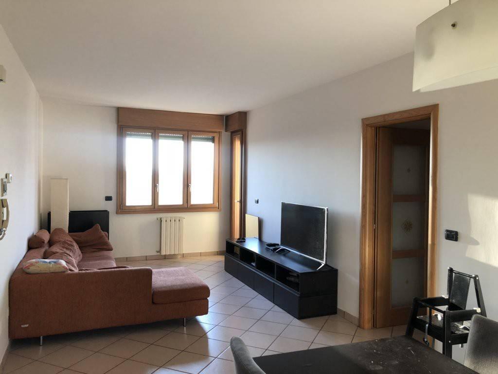 Appartamento in ottime condizioni parzialmente arredato in vendita Rif. 8338810