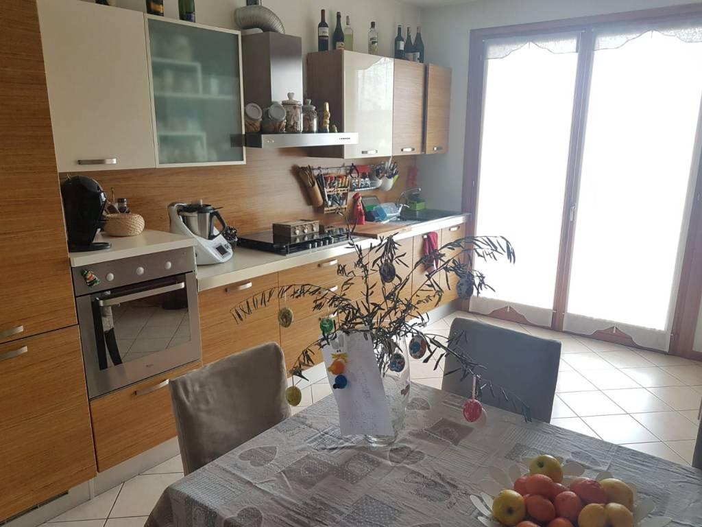 Appartamento in buone condizioni parzialmente arredato in vendita Rif. 8284279
