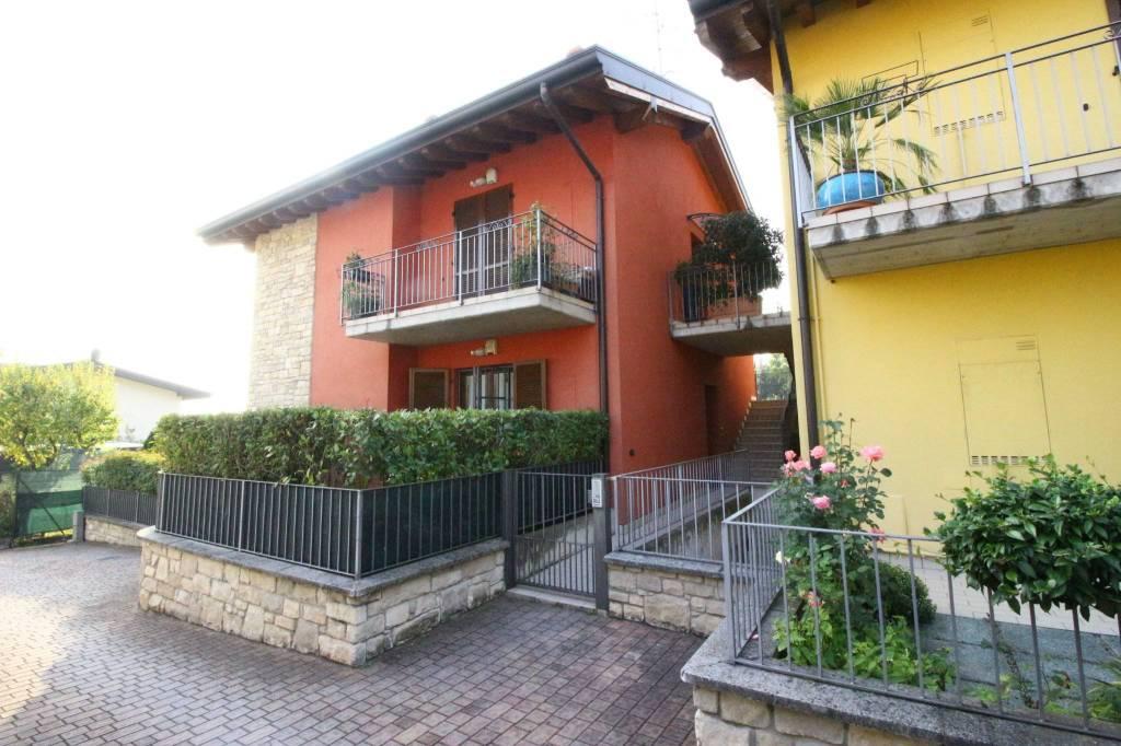 Appartamento in ottime condizioni parzialmente arredato in vendita Rif. 8338438