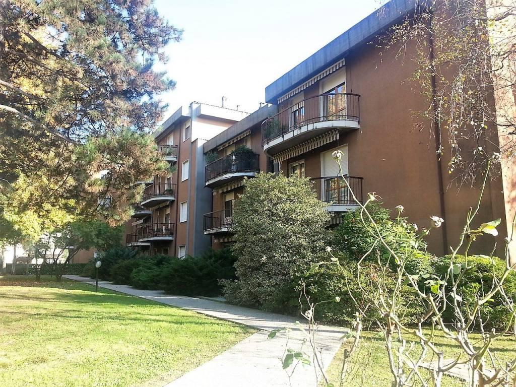 Appartamento in buone condizioni in vendita Rif. 8340261
