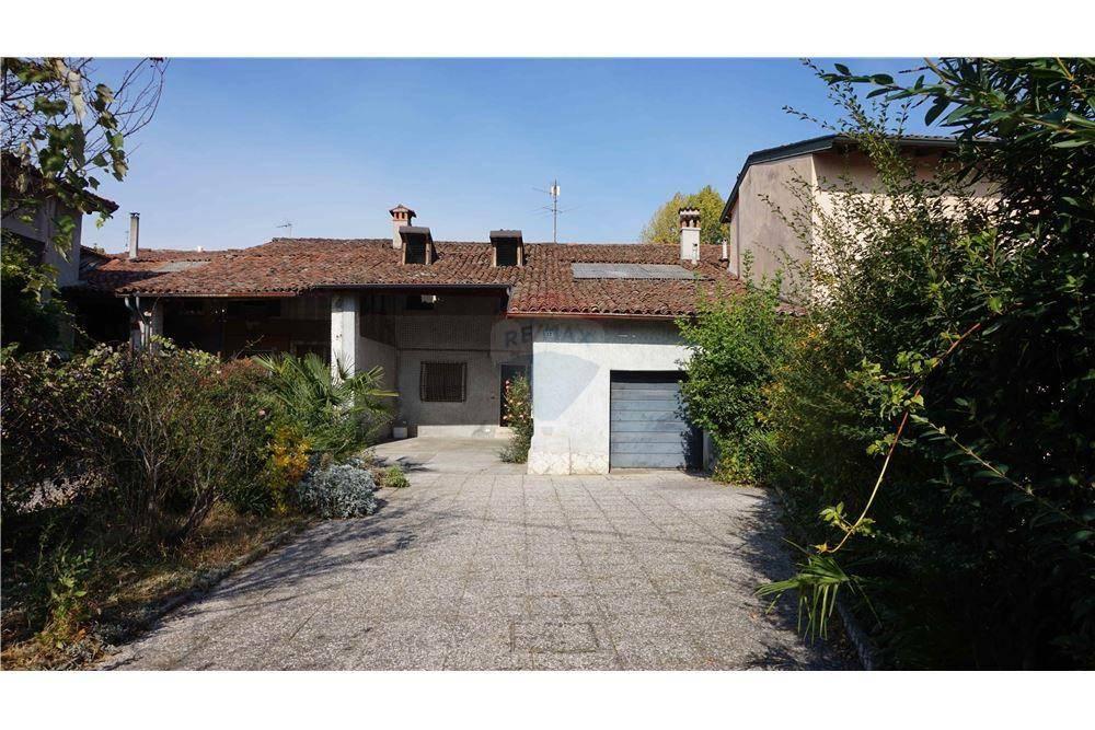 Rustico / Casale in vendita a Montirone, 6 locali, prezzo € 159.900 | CambioCasa.it