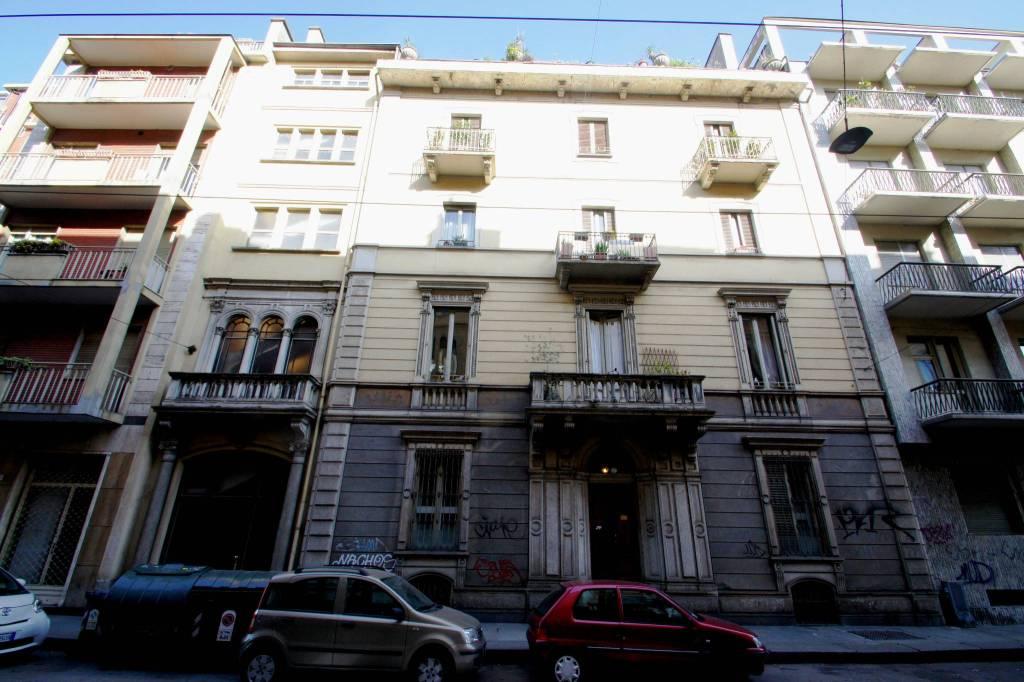 Appartamento in buone condizioni in vendita Rif. 8296461