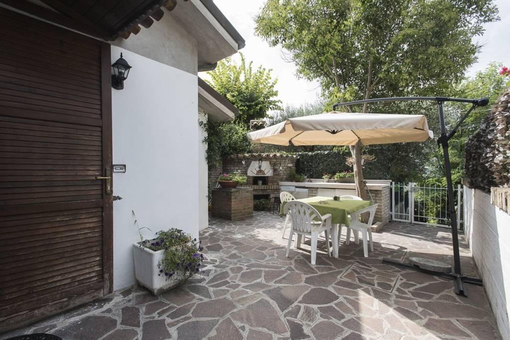 Appartamento in buone condizioni in vendita Rif. 8339115