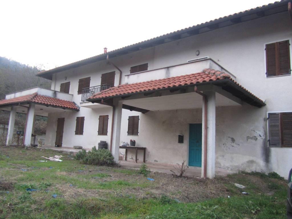 Rustico / Casale in buone condizioni in vendita Rif. 8339381