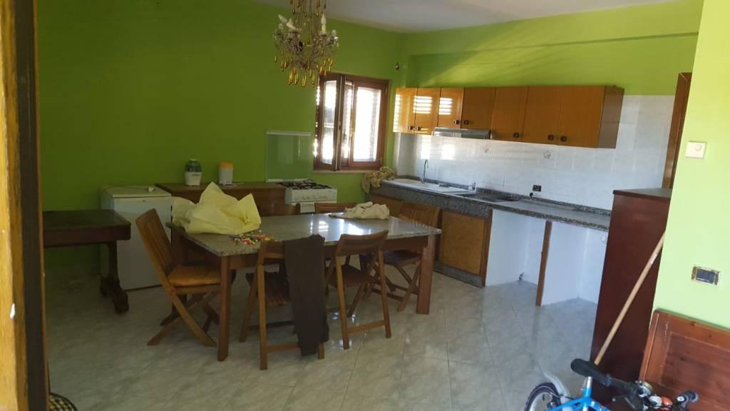 Appartamento in buone condizioni in affitto Rif. 8342834