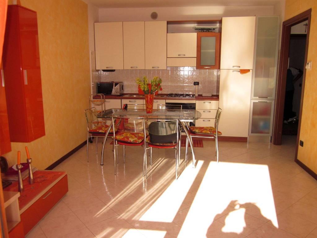 Appartamento in vendita a Laveno-Mombello, 2 locali, prezzo € 99.000   CambioCasa.it