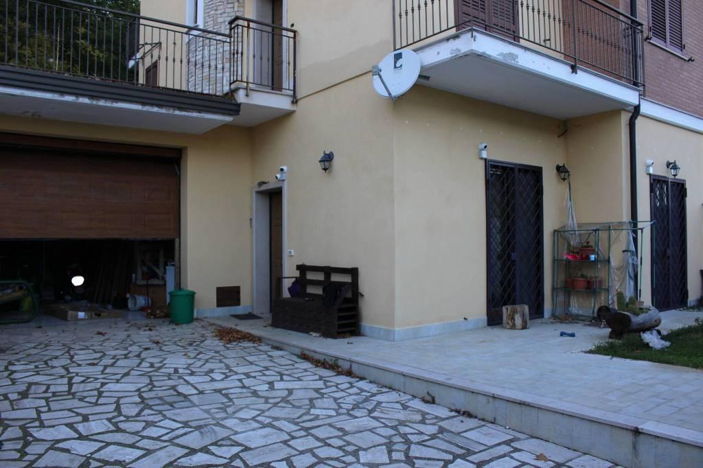 Appartamento in ottime condizioni in vendita Rif. 8336655