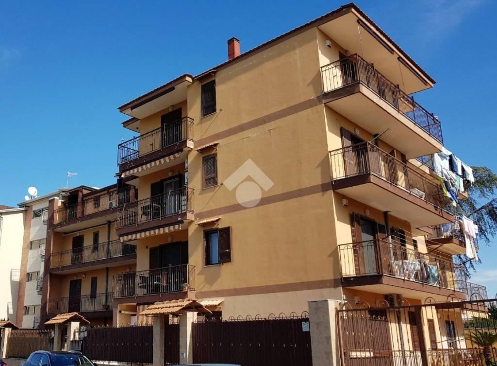 Appartamento in ottime condizioni in vendita Rif. 9225758