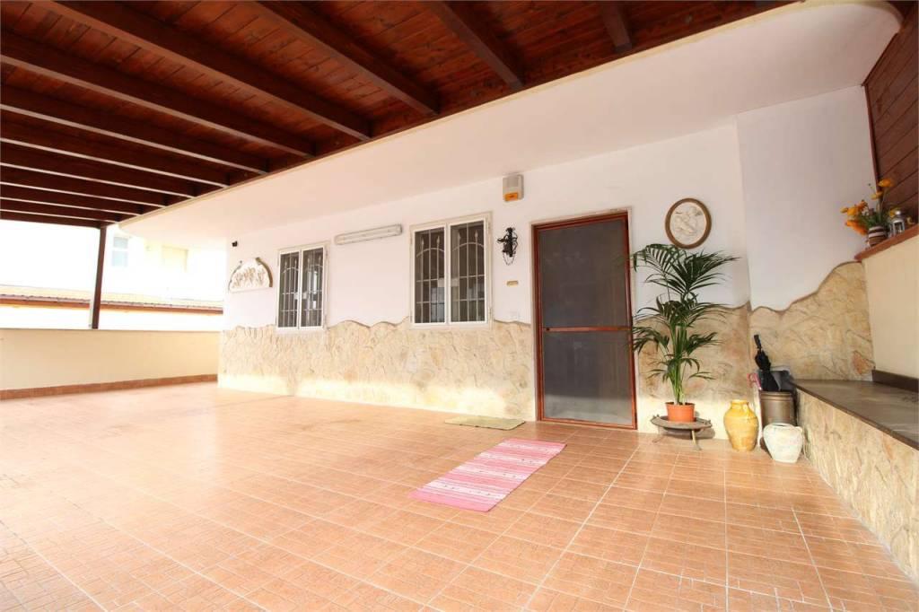 Appartamento in ottime condizioni in vendita Rif. 8356963