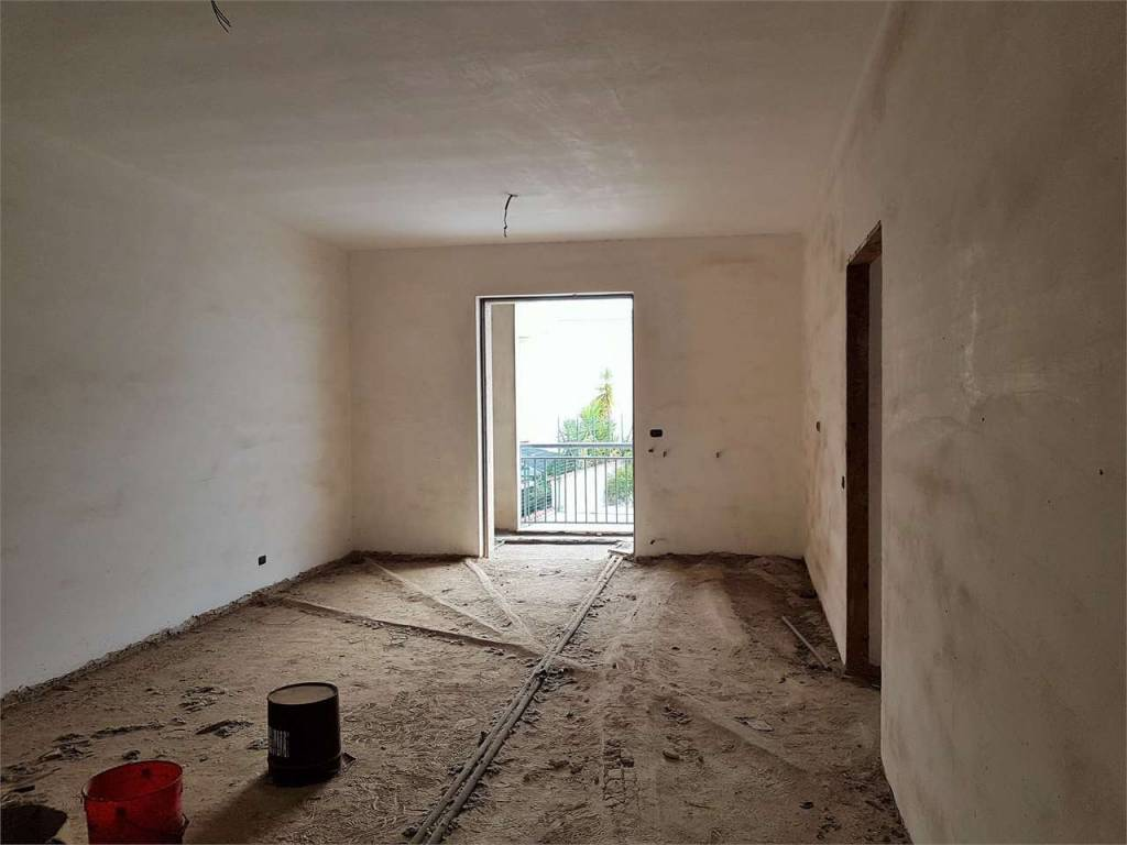 Appartamento da ristrutturare in vendita Rif. 8356967