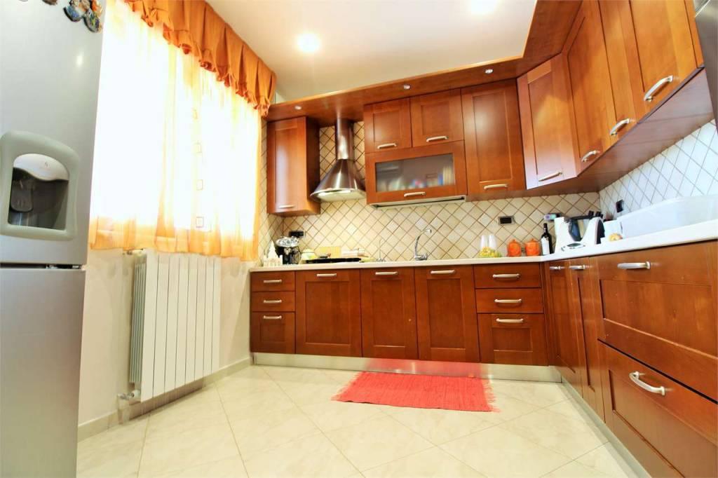 Appartamento in ottime condizioni in vendita Rif. 8356968