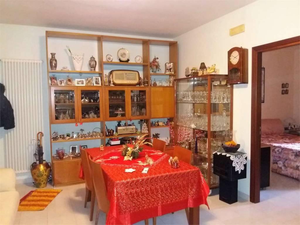 Appartamento in buone condizioni in vendita Rif. 8356983