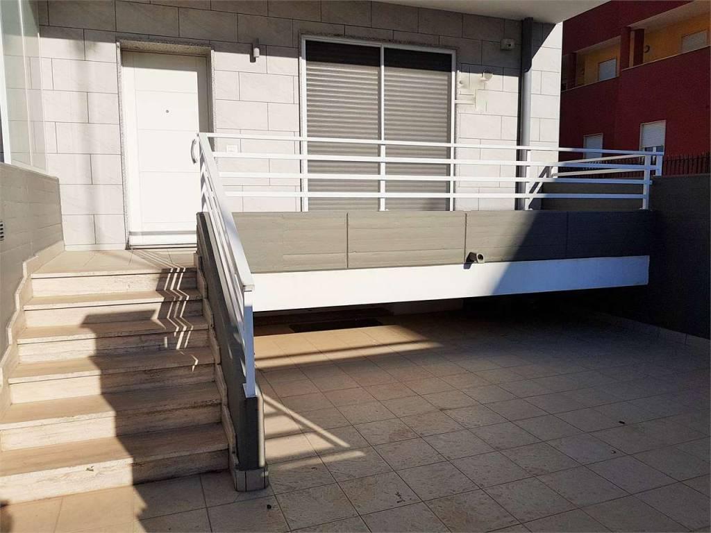Appartamento in ottime condizioni in vendita Rif. 8356984