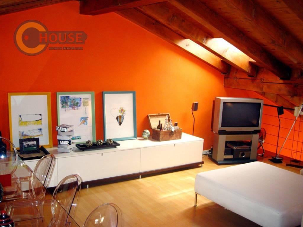 Appartamento in buone condizioni arredato in affitto Rif. 8399734