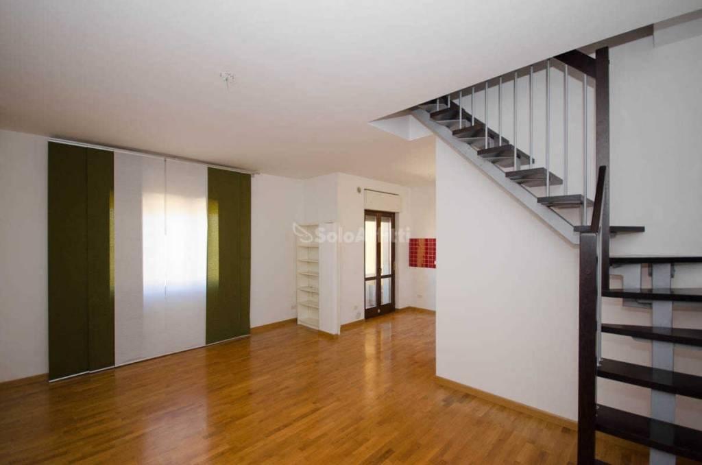 Appartamento in buone condizioni in affitto Rif. 8492090