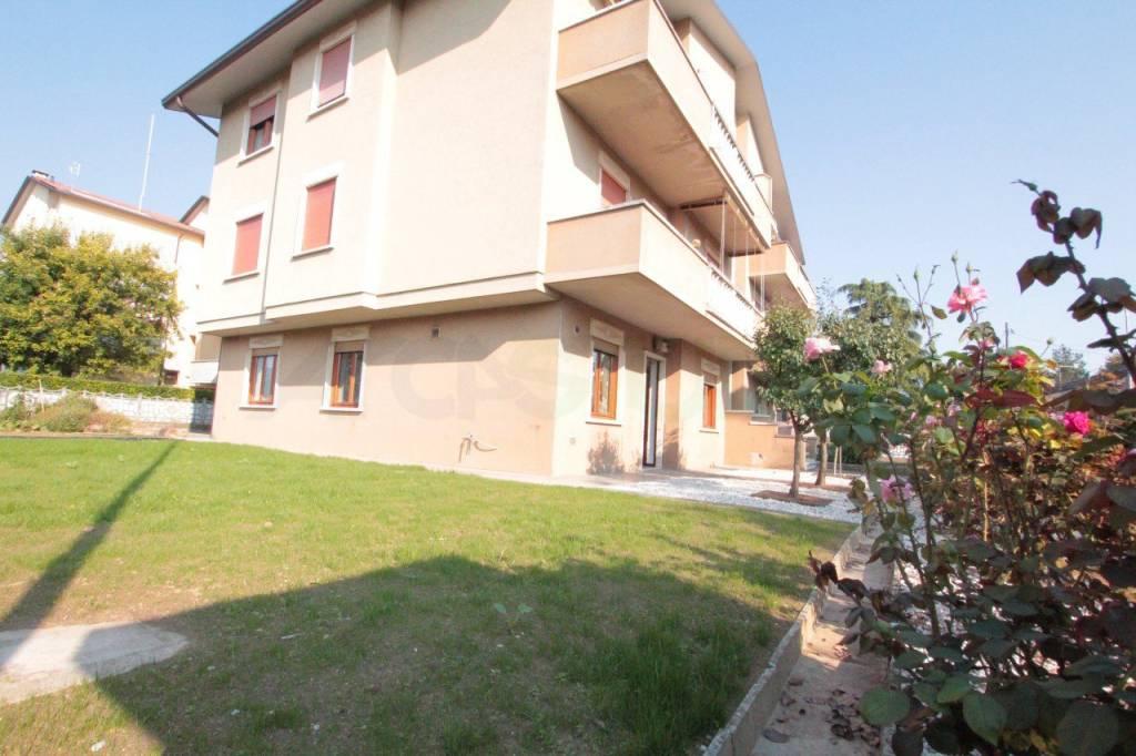 Appartamento in buone condizioni arredato in vendita Rif. 8355624