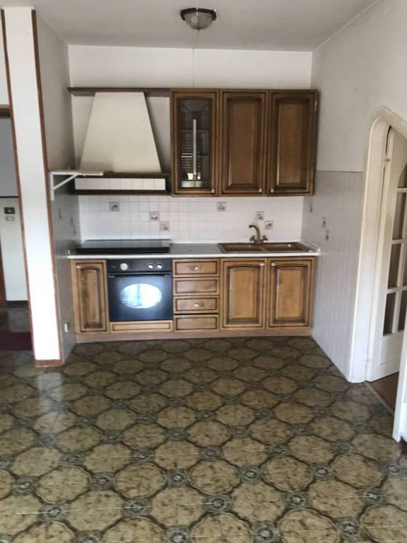 Appartamento da ristrutturare parzialmente arredato in vendita Rif. 8355407
