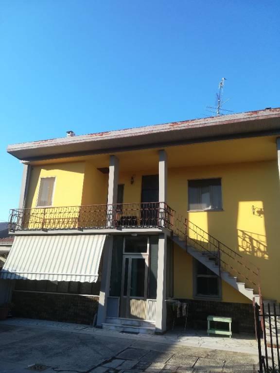 Appartamento in buone condizioni in vendita Rif. 8354991