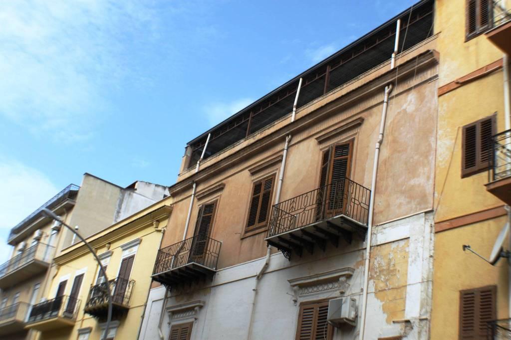 Appartamento da ristrutturare in vendita Rif. 8353340