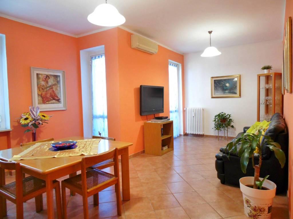 Appartamento in buone condizioni in vendita Rif. 8355296