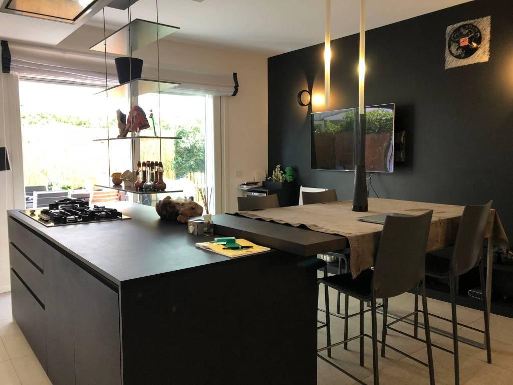 Appartamento in ottime condizioni parzialmente arredato in vendita Rif. 8356827
