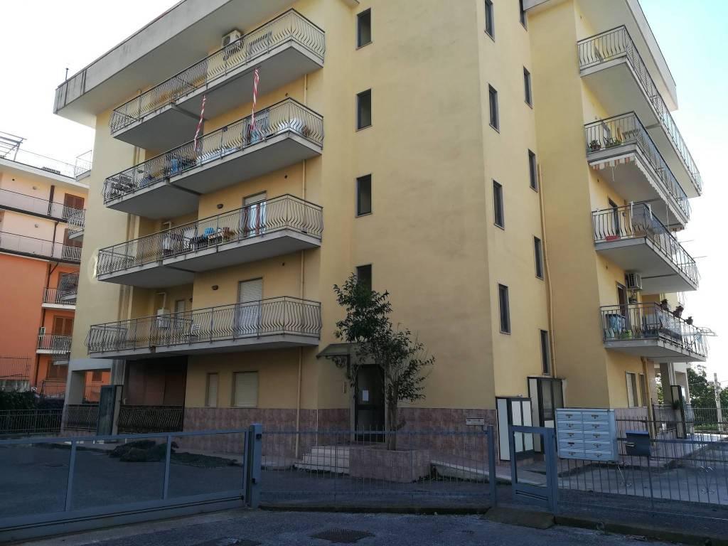 Appartamento in buone condizioni in affitto Rif. 8356279
