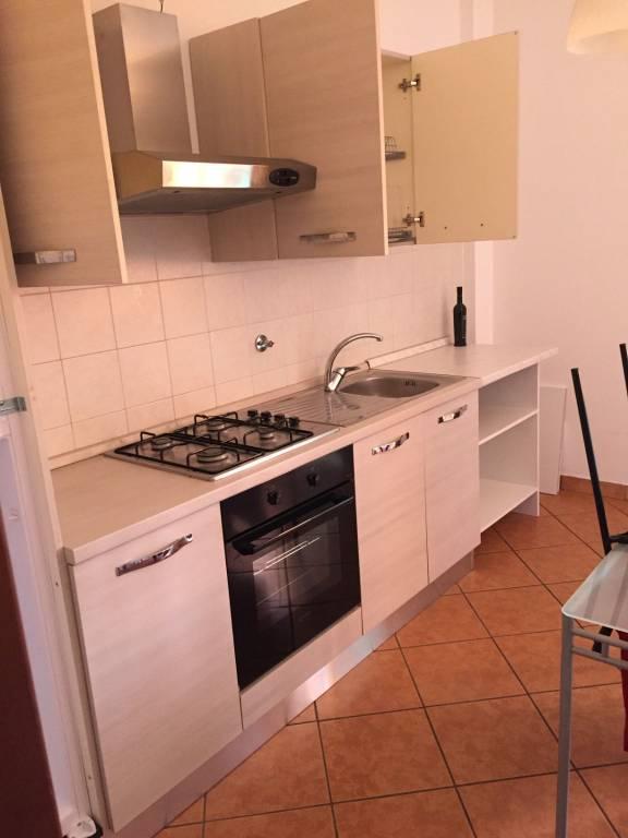 Appartamento in buone condizioni arredato in affitto Rif. 8354163