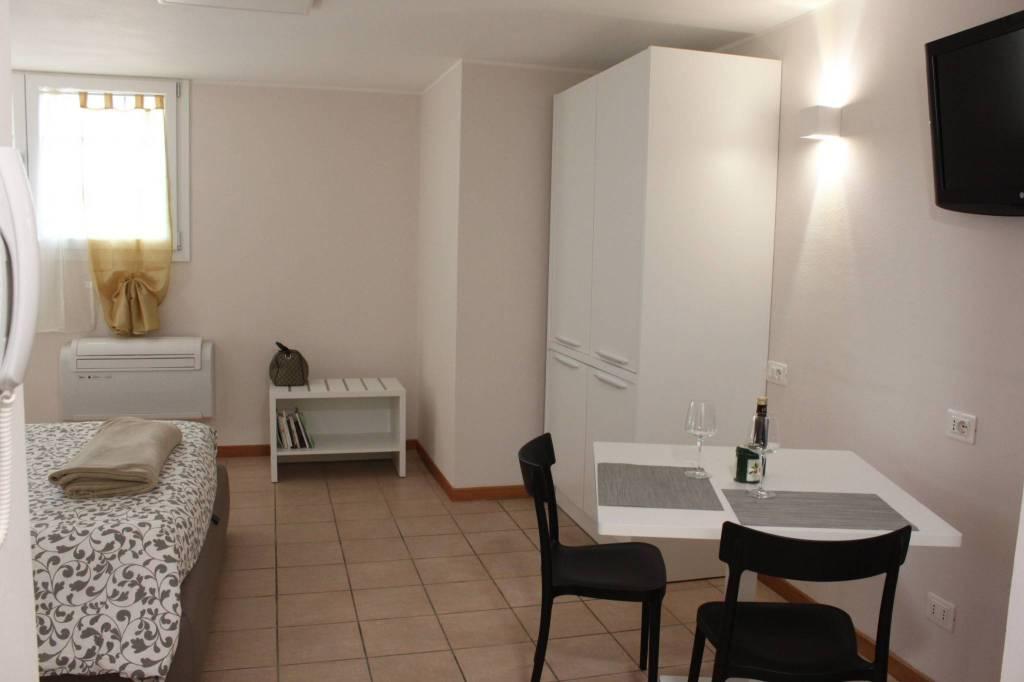 Appartamento in ottime condizioni arredato in vendita Rif. 8356240