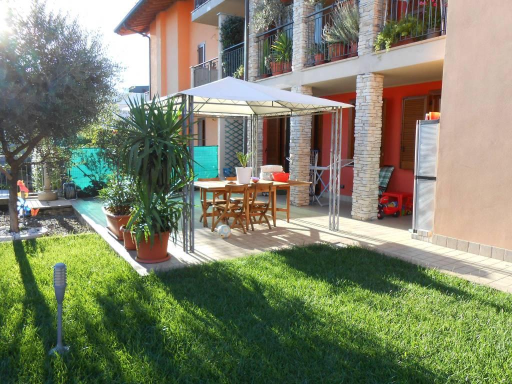 Appartamento in buone condizioni in vendita Rif. 8356349