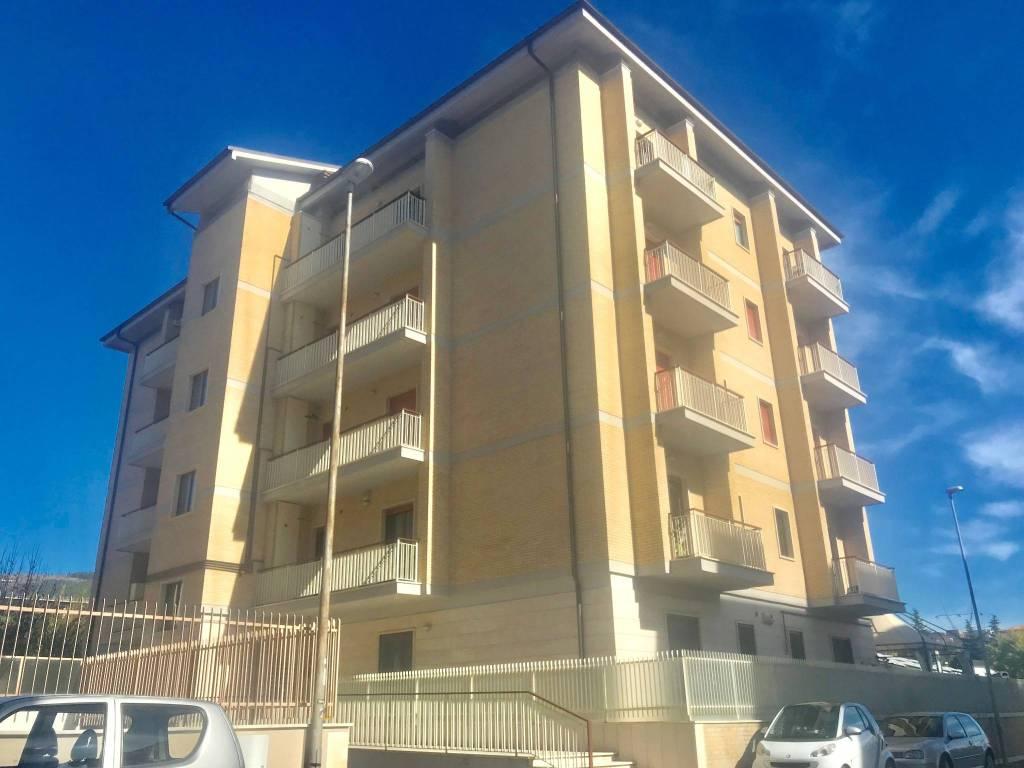 Appartamento in ottime condizioni arredato in affitto Rif. 8358979