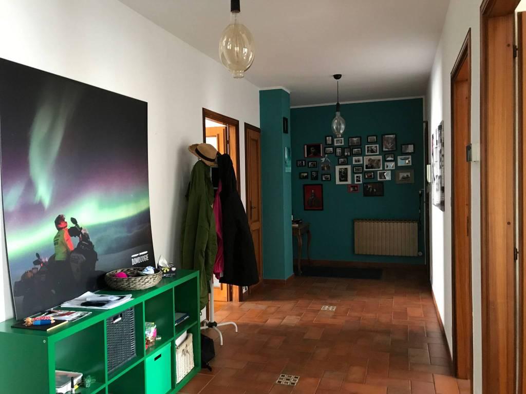 Appartamento in buone condizioni in affitto Rif. 8357062
