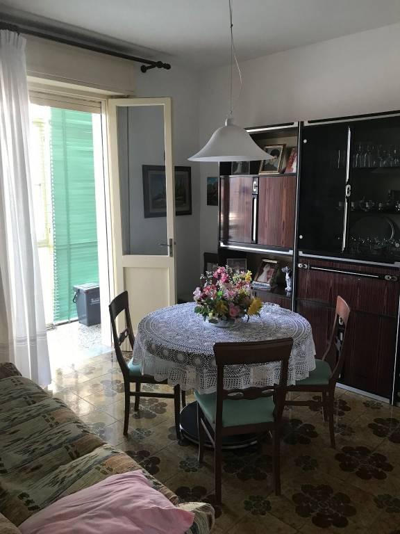 Appartamento in buone condizioni in vendita Rif. 9085945