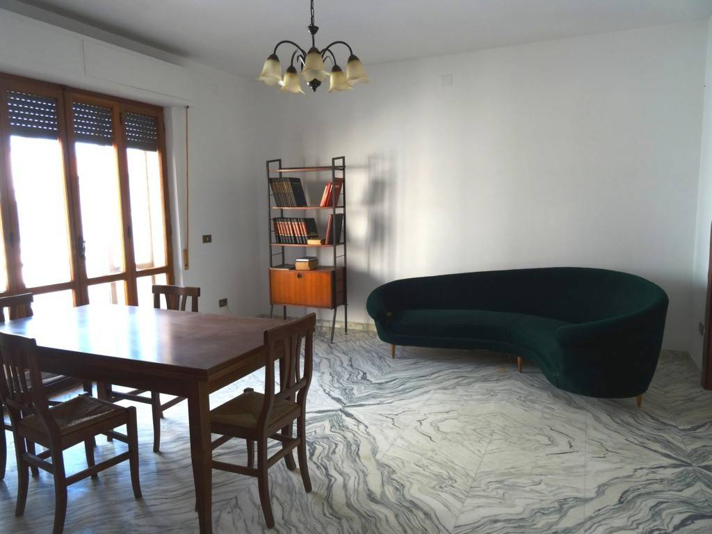 Appartamento in buone condizioni in vendita Rif. 8353741