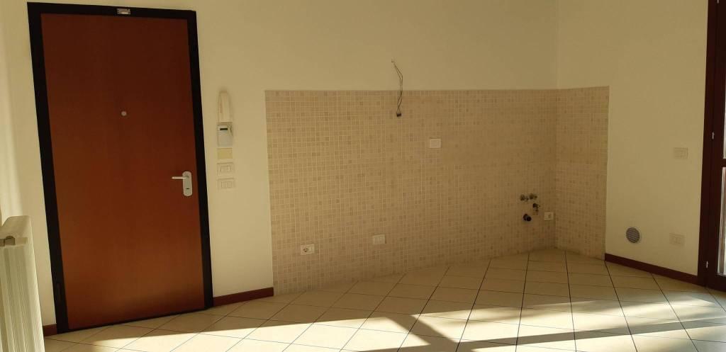 Appartamento in buone condizioni in vendita Rif. 8358487