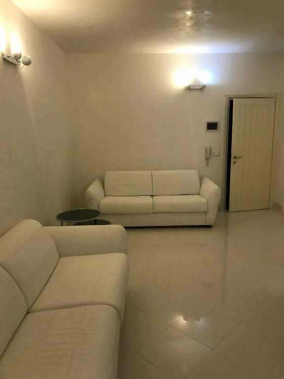Appartamento in ottime condizioni arredato in vendita Rif. 9085946