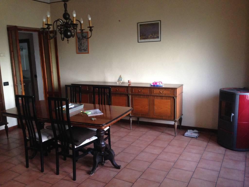 Appartamento in buone condizioni in vendita Rif. 8357101