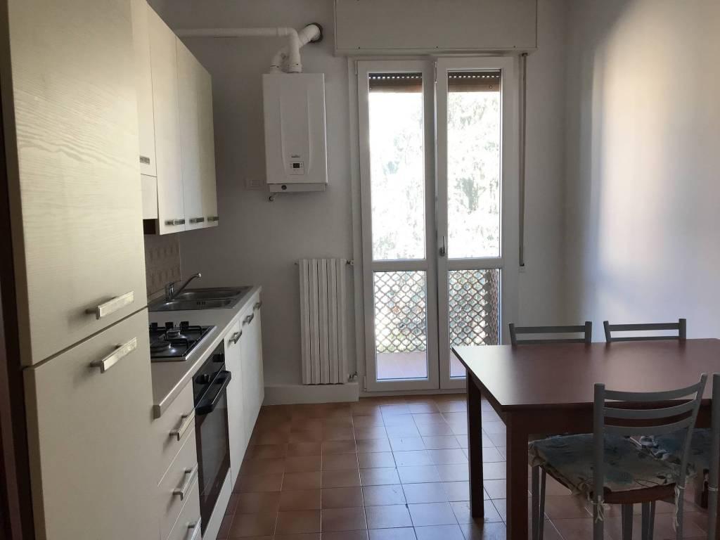 Appartamento in buone condizioni parzialmente arredato in affitto Rif. 9255989