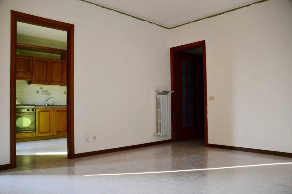 Appartamento in buone condizioni in affitto Rif. 8358183