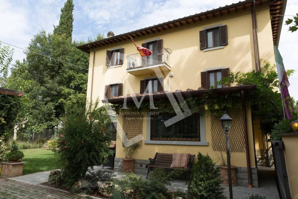 Casa indipendente in Vendita a Arezzo Periferia Nord: 5 locali, 370 mq