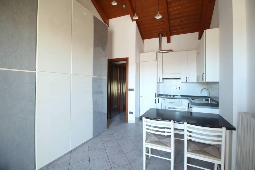 Appartamento in buone condizioni arredato in affitto Rif. 8643591