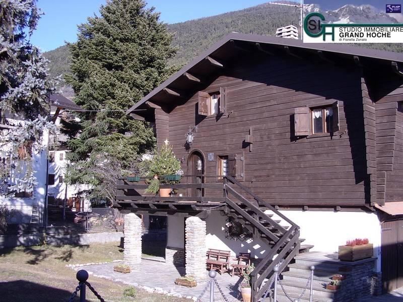 Appartamento in buone condizioni arredato in affitto Rif. 8353679