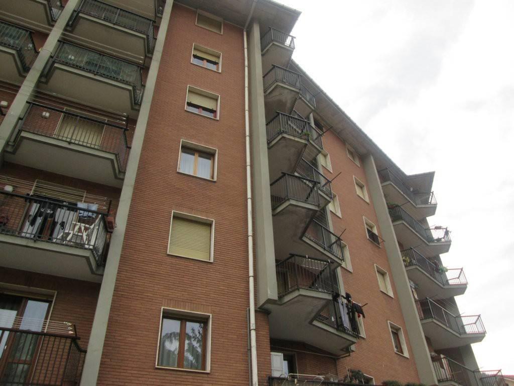 Appartamento in buone condizioni in vendita Rif. 8360867