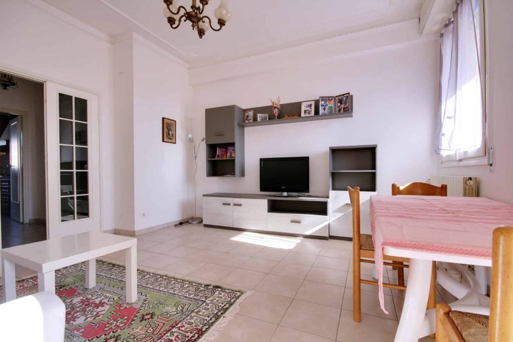 Appartamento in buone condizioni arredato in affitto Rif. 8353545