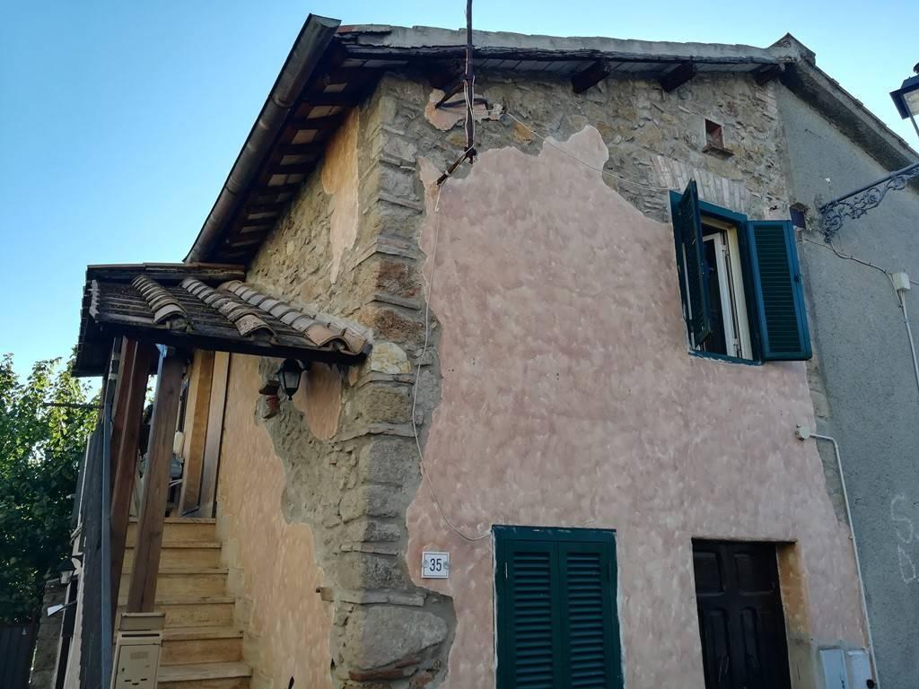 Appartamento in buone condizioni arredato in vendita Rif. 8353901