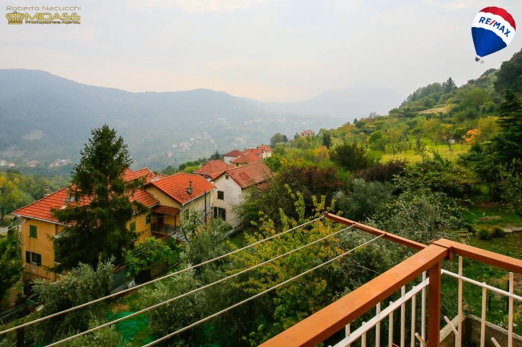 Sant'Olcese appartamento con balconi e vista panoramica