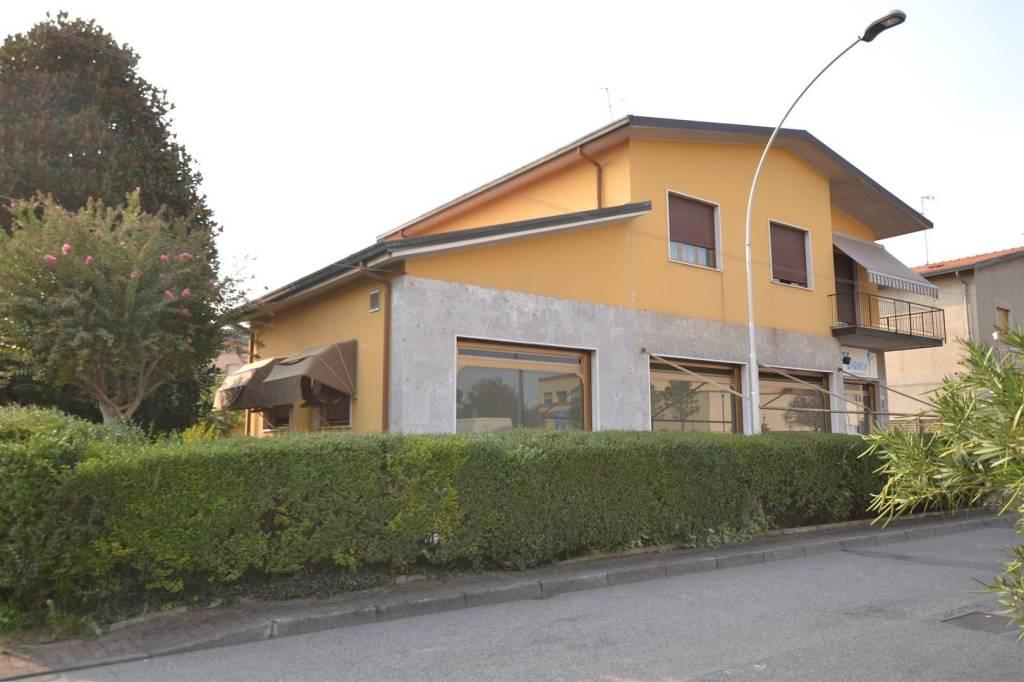 Appartamento da ristrutturare in vendita Rif. 8355508