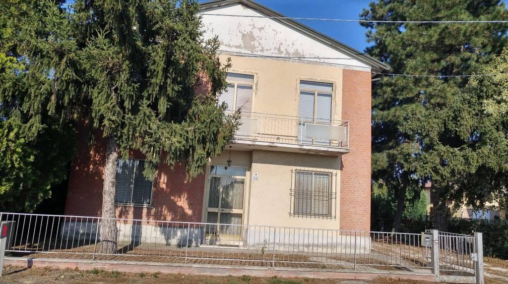 Soluzione Indipendente in vendita a Mordano, 6 locali, Trattative riservate   CambioCasa.it